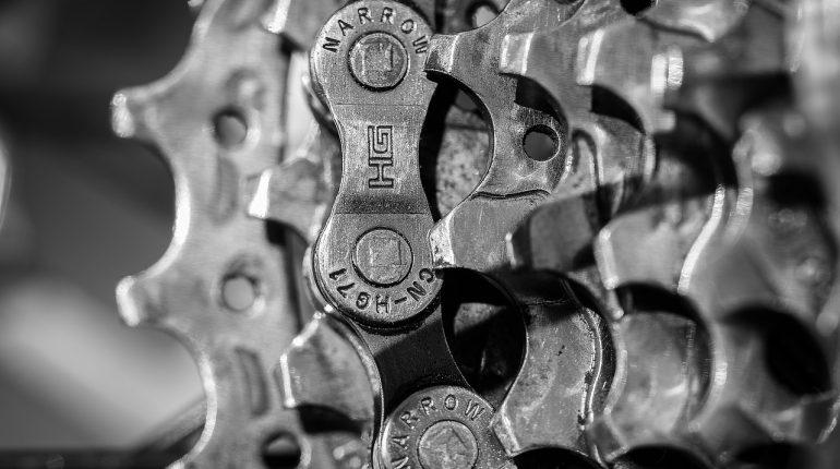 Gdzie kupować części zamienne do maszyn?
